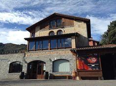 Bodega Picos de Cabariezo Elle Blogs, Mansions, House Styles, Home Decor, Viajes, Decoration Home, Manor Houses, Room Decor, Villas