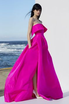 Get inspired and discover Alex Perry trunkshow! Shop the latest Alex Perry collection at Moda Operandi. Alex Perry, Vestido Strapless, Strapless Dress Formal, Elegant Dresses, Pretty Dresses, Formal Dresses, Classy Gowns, Couture Dresses, Fashion Dresses