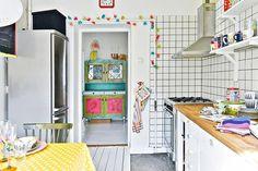 Uma vida colorida. Veja: http://www.casadevalentina.com.br/blog/detalhes/uma-vida-colorida-3091 #decor #decoracao #interior #design #casa #home #house #idea #ideia #detalhes #details #style #estilo #casadevalentina #cor #color #kitchen #cozinha