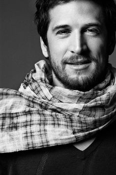 Guillaume Canet n'a pas froid au cou ! ;)