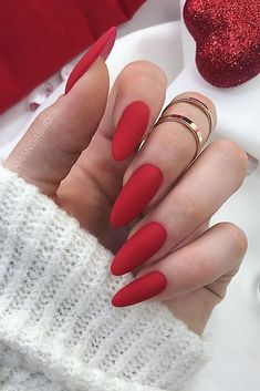 Pin by leslie plancarte on nails unhas amendoada, ideias para unhas, unhas. Valentine's Day Nail Designs, Almond Nails Designs, Nail Designs Spring, Red Acrylic Nails, Red Nail Art, Glitter Nails, Matte Gel Nails, Spring Nail Colors, Spring Nails