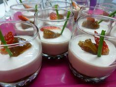 Canape de chupito de yogur de foie con higos. Ver receta: http://www.mis-recetas.org/recetas/show/46953-canape-de-chupito-de-yogur-de-foie-con-higos