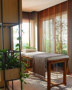 Know the news of Casa Cor Campinas 2016 Massage space spa Fot Massage Room Decor, Massage Therapy Rooms, Spa Room Decor, Massage Table, Spa Massage, Spa Design, Spa Interior Design, Salon Design, Home Spa Room