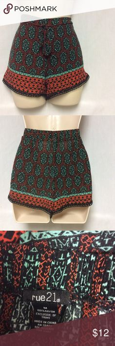"""RUE 21 SHORTS SIZE M RUE 21 MULTI COLOR ELASTIC WAIST SHORTS .SIZE MED MEASUREMENTS ARE AS FOLLOWS INSEAM IS 3"""" AND WAIST 15"""". (K) SORRY NO TRADES. Rue 21 Shorts"""