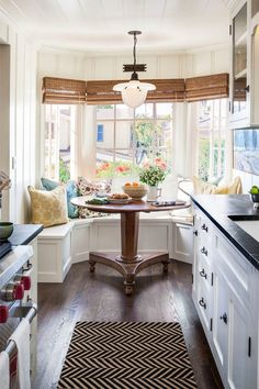 Next Previous Breakfast nook: nice thought for maximizing the house in a small cottage kitchen whereas accenting the bay window. – Seashore Home Adorning Concepts – Houzz Laguna Seashore California Cottage Decor Next Previous Dining Nook, Kitchen Dining, Dinning Table, Kitchen Seating, Kitchen Nook Bench, Dining Corner, Kitchen Banquette, Corner Seating, Round Kitchen