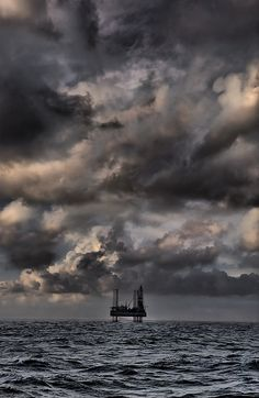An oilrig and a nice sky