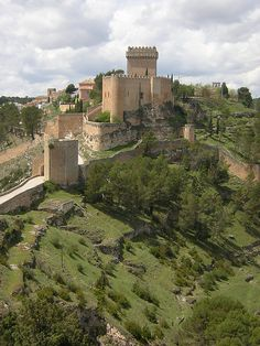 The Castle of Alarcón forms part of the fortifications built around the town of Alarcón in Cuenca, Spain. Beautiful Castles, Beautiful Buildings, Beautiful Places, Beautiful Boys, Chateau Medieval, Medieval Castle, The Places Youll Go, Places To See, Castle Ruins