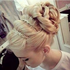 Detailed Grecian upstyle
