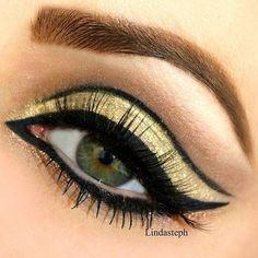 Beautiful Gold Eye - #goldeyes #eyemakeup #eyeliner #blackliner #goldshadow #goldeneyes #lindasteph - bellashoot.com