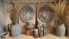 Wandborden en houten kandelaars Antique Decor, Burlap, Reusable Tote Bags, Antiques, Crafts, Old Fashioned Decor, Antiquities, Antique, Manualidades