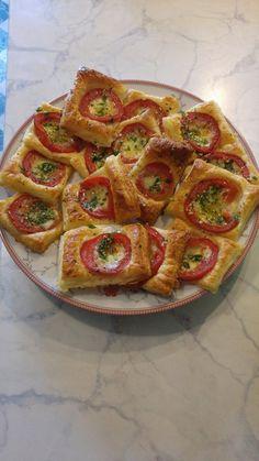 Blätterteig - Tomaten - Quadrate, ein gutes Rezept aus der Kategorie Kalt. Bewertungen: 1.094. Durchschnitt: Ø 4,6.