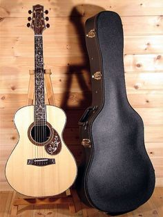 Harvey Leach Hummingbird Presentation (1990s) : German spruce top, Brazilian rosewood back & sides.