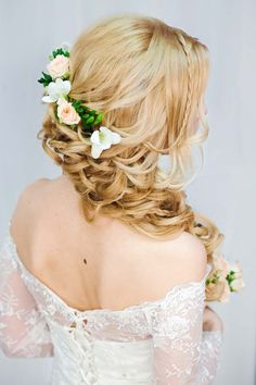 long wavy wedding hairstyle via antonina roman - Deer Pearl Flowers / http://www.deerpearlflowers.com/wedding-hairstyle-inspiration/long-wavy-wedding-hairstyle-via-antonina-roman/