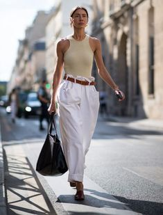 Street style trends racer vests Source by WhoWhatWear Street Style Trends, Street Style Women, Trendy Outfits, Fashion Outfits, Womens Fashion, Fashion Trends, Fashion Clothes, High Fashion, Stylish Clothes