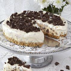 Försvinnande god glasstårta på frasig digestivekexbotten. Dessutom är den lätt att göra.