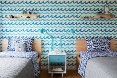 In the boys& room, Kamel paired two equally bold patterns—graphic sea life bedsheets and Aimee Wilder& Swell wallpaper—to great effect. Open Plan, Bold Wallpaper, Shared Rooms, Teen Rooms, Boys Bedroom Decor, Bedroom Ideas, Room Themes, Girl Room, The Hamptons