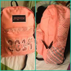 Backpack Decoration Ideas You are in the right place about DIY Backp Backpack Storage, Diy Backpack, Diy Tote Bag, Backpack Decoration, Decorated Gift Bags, Diy Back To School, Diy Bags Purses, Puffy Paint, Backpacks