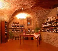 Excellent post about the region's wines and also enoteche and Botteghe del Vino in the area.  Lists the days and hours too.