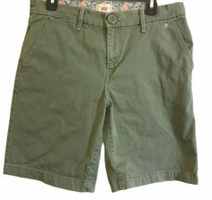 Levi's Women's Size 10 Shorts Green Denim Stretch #Levis #JeanShorts #Casual Unique Gifts For Men, Wedding Heels, Wonderful Things, Levis, Army Green, Jean Shorts, Bermuda Shorts, White Shorts, Old Navy