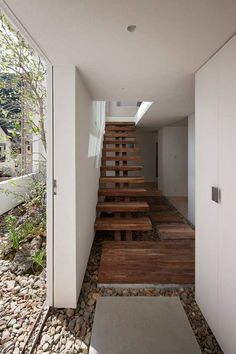 The Japanese house designed to look like a picture frame was popular over the weekend. Here's a picture of the pebbled floor courtyard that continues into the house: