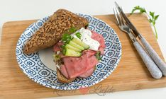Broodje rosbief met kruidenmayonnaise Lunches, Brunch, Steak, Sandwiches, Food, Toast, Wraps, Licence Plates, Salads