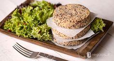 Ecco una ricetta speciale: i burger di quinoa. Gustosissimi e adatti per un secondo piatto proteico grazie alla quinoa, ingrediente delizioso e versatile...