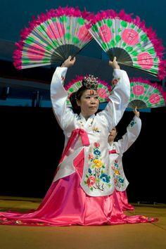 Jones Korean Dance Group
