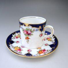 <<小さなカップシリーズ>>  エインズレイから1930年代の作品のご紹介です。優しくてキュートなカップ&ソーサーですね。        ⇩ http://eikokuantiques.com/?pid=91045636