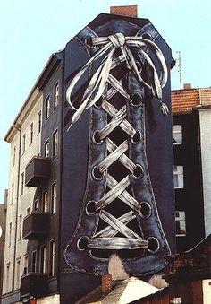 """st art: mural """"Verschnürung"""" by Neuhaus 1984 at Karl-Marx/Flughafen-Straße, Berlin (gegenüber vom Rathaus Neukölln) • """"Wer meine Bilder sehen will, braucht In keine Galerie zu gehen"""" ; )"""