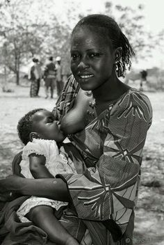 African Tribes Kingdoms and Empires African Tribal Girls, Tribal Women, Breastfeeding Photography, Breastfeeding Photos, Beautiful African Women, African Beauty, Black Love Art, Black Is Beautiful, India Linda