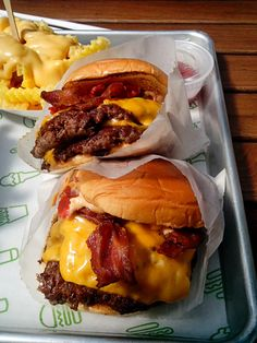 yummyfoooooood:  Bacon Double Cheeseburgers      (via TumbleOn) Hamburgers, Cheese Burger, Pizza Burgers, Burger Food, Cheese Fries, Electra Heart, Heavy Breathing, Hamburger And Fries, Shake Shack Burger
