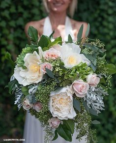 fresh and paper flower bouquet http://weddingwonderland.it/2015/06/fiori-di-carta-matrimonio.html