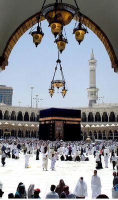 """Mecca :: Saudi Arabia 🌸🌼🌸 The Messenger of Allah also said; """"Whoever goes on pilgrimage to Meccah and did not engage in rafath[ Ar-Rafath: illicit talk.], and fusuq[ Al-Fusuq: Sin.], will have his past sins forgiven. Mecca Wallpaper, Islamic Wallpaper, Islamic Images, Islamic Pictures, Alhamdulillah, Mekka Islam, Masjid Haram, Mecca Masjid, Mekkah"""