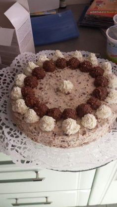 Ferrero Rocher - Torte, ein sehr leckeres Rezept aus der Kategorie Torten. Bewertungen: 9. Durchschnitt: Ø 4,2.