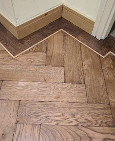 Parquet Herringbone wood flooring with border: Herringbone is one of the first parquet pattern emerged in Europe and also is the most common. To achieve a class Grey Wood Floors, Timber Flooring, Parquet Flooring, Hardwood Floors, Stairs Cladding, Wood Floor Design, Wooden Floor Pattern, Herringbone Wood Floor, Wooden Stairs