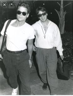 A young Rob Lowe and Robert Downey Jr Rob Lowe Young, Rob Lowe 80s, Robert Lowe, Beautiful Boys, Beautiful People, Robert Downey Jr Young, The Golden Boy, Tony Stark, Downey Junior