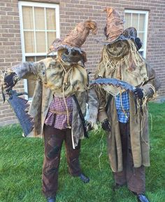 scary scarecrow costume, see more at http://diyready.com/diy-scarecrow-costume-ideas