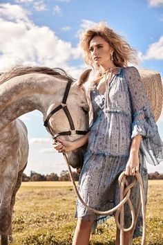 Australian beauty Lillian Van Der Veen heads to the outdoors for the November 2017 issue of The Sunday Times. The blonde model embraces romantic looks with