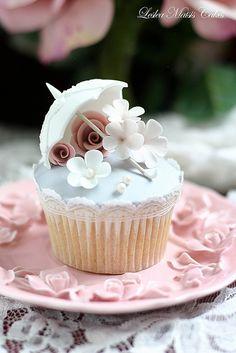 Vintage parasol cupcake   Flickr - Photo Sharing!