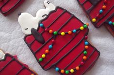 Snoopy on dog house with Christmas lights (wish I had enough patience to make these!)