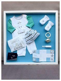 3D Lijst met eerste Babyspulletjes. Shadow box first baby clothes. Info: https://joleenskraamcadeaus.wix.com/kraamcadeau#!product/prd1/2866264321/3d-lijst-met-eerste-babyspulletjes