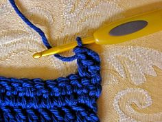 Very useful! Tutorial on how to avoid the gaps on the end/beginning of your crochet work when working with double crochet stitches.