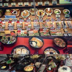 Osaka Sushi Osaka Japan, Sushi, Table Settings, Japanese Pizza, German Christmas Markets, Table Top Decorations, Place Settings, Dinner Table Settings, Setting Table