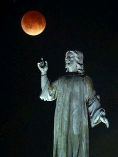 Lunar eclipse over the monument of The Savior of the World [El Salvador de El Mundo] Taken by Vladimir Lara on April 2014 @ San Salvador, El Salvador San Salvador, Countries In Central America, People Of The World, The Republic, Embedded Image Permalink, Panama, Statue, Country, Lunar Eclipse