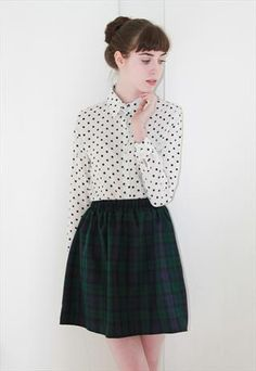 I have the same skirt, always wondered what to put with it but polkadot look cute