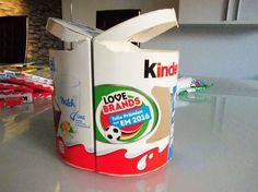 Klebt die Big Packs aneinander und erstellt Euch so das Fundament für die Kinderriegel Torte