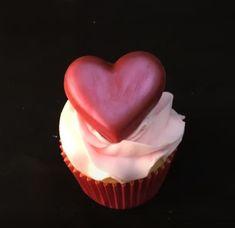 Cake and cookie decorating Cake Decorating Store, Cake Decorating Classes, Cookie Decorating, Valentines Cakes And Cupcakes, Valentine Cake, Cupcake Cakes, Fun Halloween Treats, Chocolate Hearts, Birthday Cake Girls