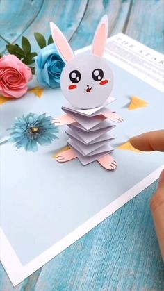 Diy Crafts Hacks, Diy Crafts For Gifts, Creative Crafts, Fun Crafts, Clown Crafts, Insect Crafts, Creative Video, Paper Crafts Origami, Paper Crafts For Kids