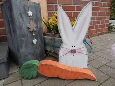 Hase mit Möhre aus Bauholz made by schönes aus Holz - made by me via DaWanda.com