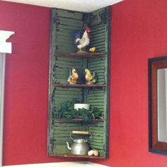 2 old shutters with shelves. Excellent for corner area over couch. Very simple. Repurposed Items, Repurposed Furniture, Diy Furniture, Furniture Design, Furniture Vintage, Shutter Shelf, Shutter Decor, Diy Shutters, Window Shutters